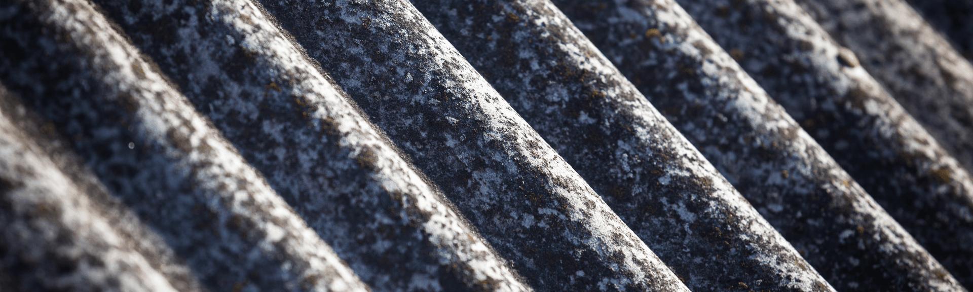 Tôles ondulées contenant de l'amiante